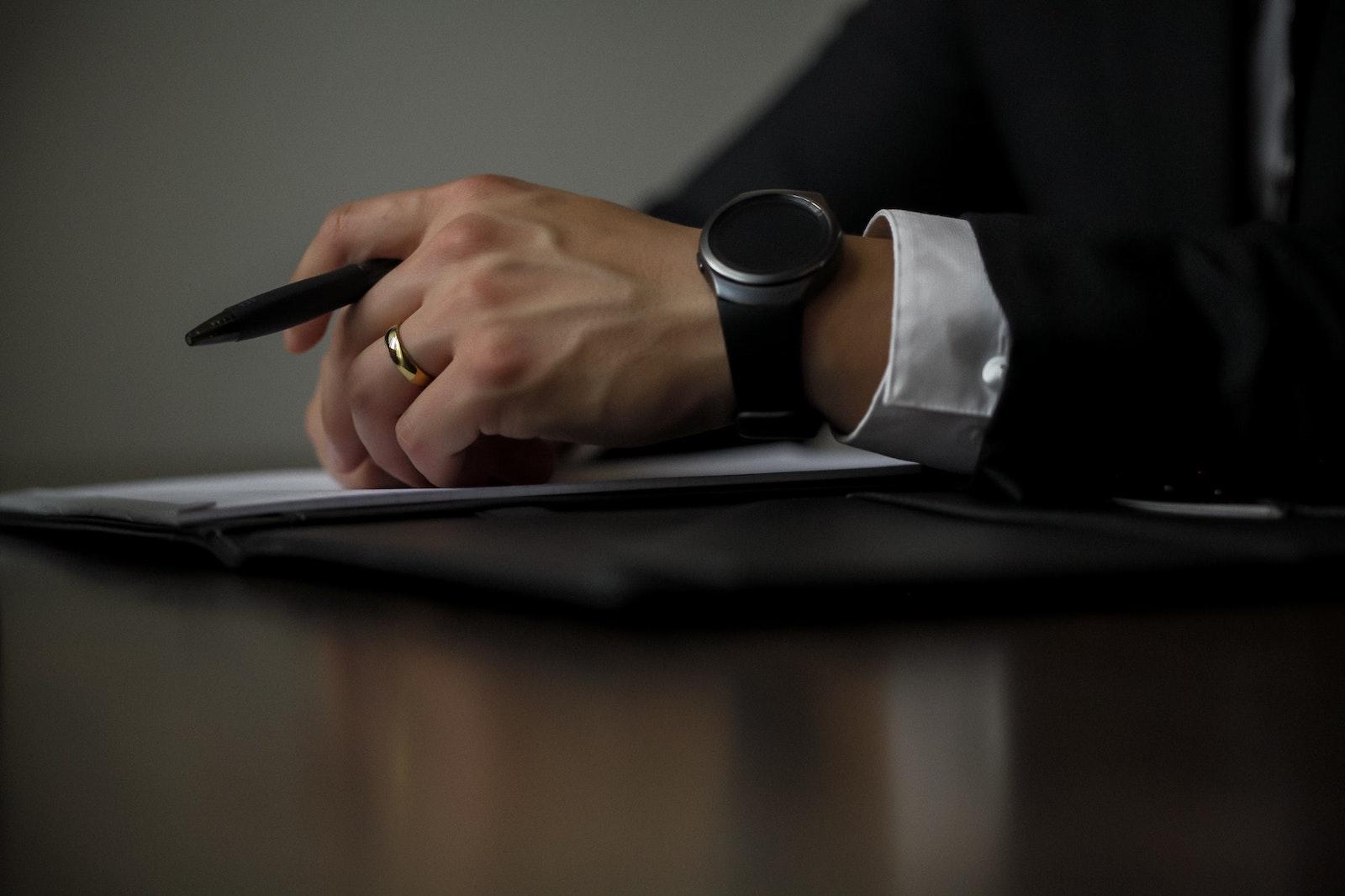 Profesionales con experiencia en Derecho Societario se encargan del asesoramiento a particulares y resuelven cuestiones de Derecho Mercantil y Civil.